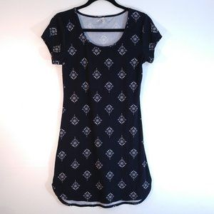 Mudd Patterned Black and White Tunic Style Top